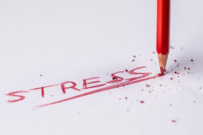 consecuencias del estrés laboral y cómo actúan los agobios